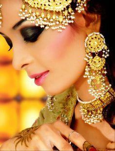 Bridal Jewelry in a pretty yellow gold #bridaljewelry #bridalaccessories #weddinginspiration