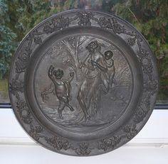 Großer Teller, Wandteller,Gußeisen,um 1850, reliefiert, Putte/Faun,oberselten
