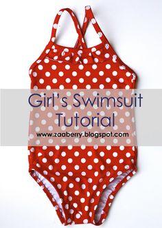 Tutorial con le istruzioni per cucire un costume da bagno da bambina. Ci sono le istruzioni per realizzare il cartamodello e un cartamodello già pronto.