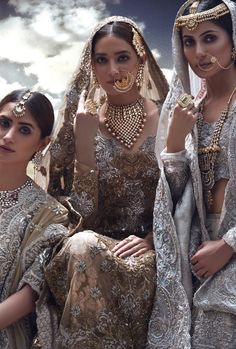 Every bride's dream is to rock her bridal look. And, that can happen when you know your bridal jewelry to compliment your bridal lehenga. Pakistan Fashion, India Fashion, Asian Fashion, Pakistani Bridal Jewelry, Indian Bridal, Bridal Jewellery, Indian Jewelry, Wedding Jewelry, Indian Dresses