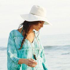 Simple, yet chic beach fashion.