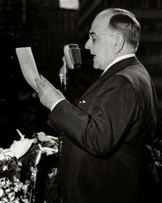 Transcrição do discurso de Getúlio Vargas para o Dia do Trabalhador em 1951 com vídeo. http://discursostranscritos.blogspot.com/