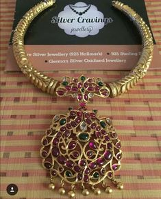 Saved by radha reddy garisa Jewelry Design Earrings, Ruby Jewelry, Bridal Jewelry, Gold Jewelry, Jewelery, Gold Necklace, Indian Jewellery Design, Indian Jewelry, Temple Jewellery