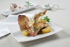 ¿Quieres alguna idea de #receta sencilla para este fin de semana? Aquí te dejamos una de las clásicas: conejo al ajillo con patatas. Un plato delicioso , que combina las proteínas de la carne de conejo con los hidratos de carbono de las patatas.
