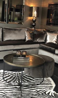 8 Chic Design Tips to Take Your Home Into the Winter Season Living Room Colors, Living Room Grey, Living Room Modern, Home Living Room, Living Room Decor, Interior Design Living Room Warm, Interior Desing, Living Room Designs, Kitchen Interior