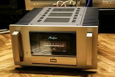 Awesome Accuphase M-8000 monoblock.