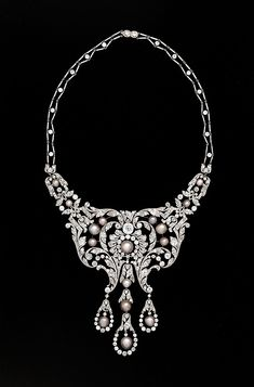 Necklace, Dreicer & co., c. 1905, diamonds, natural pearls, and platinum, New acquisition in the American Wing at the Met.  Dreicer was a New York shop, bought by Cartier in the 1920's.