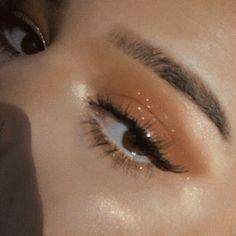 Airbrush Makeup Kit, Eye Makeup Brushes, Skin Makeup, Makeup Art, Eyeliner Makeup, Body Makeup, Makeup Remover, Makeup Meme, Hand Makeup
