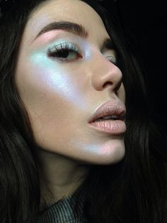 Beauty bloggers are forecasting that holographic makeup will be a big trend for 2017. Prepare for some ethereal, colourful looks.