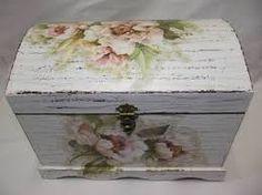 Resultado de imagem para bau em mdf com decoupage Decoupage Vintage, Decoupage Box, Shabby Vintage, Altered Boxes, Altered Art, Chalk Paint Projects, Diy Projects, Pretty Storage Boxes, Diy And Crafts