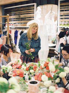 Photos From The Anthropologie Workshop Floral Design Classes, Workshop, Bouquet, Table Decorations, Flower, Blog, Home Decor, Atelier, Decoration Home