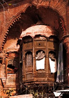 Old is gold ***by eyeview photosAbandoned (A beuatiful structure of balcony of one havaly in Lahore City)