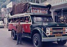 Vintage Bus in Sumatera Old Pictures, Old Photos, Bus Engine, Minangkabau, Medan, General Motors, Good Ol, Public Transport, Old Cars
