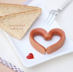Fun with Food: Imaginative Hot Dog Creations Valentines Day Food, My Funny Valentine, Valentine Day Love, Valentines Breakfast, Cute Food, Good Food, Funny Food, Desserts Valentinstag, Valentine's Day Quotes