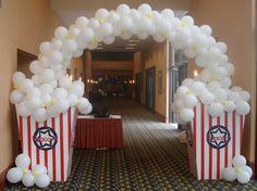 colossal coaster world decorating ideas   Colossal Coaster World decorations / popcorn balloon arch