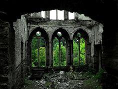 Fotógrafos registram os 35 lugares abandonados mais bonitos do mundo: 19:35 Salão Hafodunos em Llangernyw, North Wales, RU.