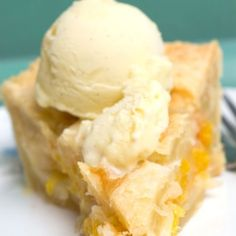 Perfect Peach PIe/ This Peach Pie was served at a wedding and totally stole the show.  I love peaches!!! Brownie Desserts, Pudding Desserts, Just Desserts, Pie Dessert, Dessert Recipes, Dessert Ideas, Dessert Table, Peach Cobbler Pie, Peach Cobblers