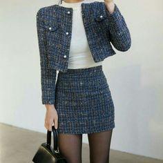 blazer and tshirt outfit Look Fashion, Korean Fashion, Autumn Fashion, Fashion Outfits, Womens Fashion, Blazer Fashion, Fashion Mode, Fashion Clothes, Fashion Tips