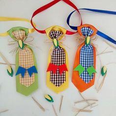 bandana dog junina - Pesquisa Google Christmas Gift Bags, Christmas Ornaments, Diy Stuffed Animals, Pet Shop, Animals And Pets, Party Favors, Diy And Crafts, Baby Shower, Bows
