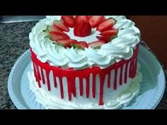 Bolo de aniversário 2,5 kg sabor morango - YouTube Cake Recipes, Dessert Recipes, Desserts, Spa Party Favors, Dessert Decoration, Drip Cakes, Round Cakes, Cream Cake, Creative Cakes