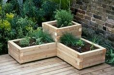 Both beginning and experienced gardeners love raised garden beds. Here are 30 cool ideas for raised garden beds, from the practical to the extraordinary. 30 Raised Garden Bed Ideas via Tipsaholic. Wooden Garden Planters, Outdoor Planters, Balcony Planters, Tiered Planter, Recycled Planters, Brick Planter, Wood Pallet Planters, Tiered Garden, Diy Garden