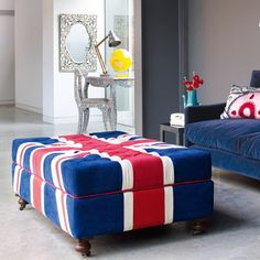 how does a ynkee incorporate the union jack into decor without being a douche? I love them so much :(