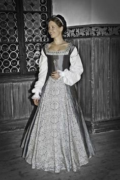 Tudor Gown. Stunning color combination. @Jess Liu Murray could we do something like this for mine?