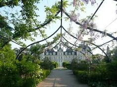 My daughter haas gone to visit this french castle today Chateau de Cheverny - I so wish I'd gone with her - WOW