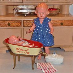 Antike * kleine Blechbadewanne * Schildkröt Puppen und Zubehör.