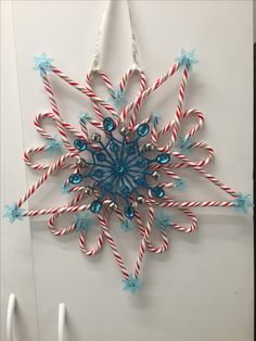27 Amazing Candy Cane Crafts To Make Your Christmas Special — remajacantik Candy canes are to Christmas as pumpkins are to Halloween, so creating some amazing crafts with them is simply a must for this holiday season. Christmas Candy Crafts, Candy Cane Crafts, Candy Cane Wreath, Diy Christmas Gifts, Christmas Projects, Holiday Crafts, Christmas Holidays, Candy Canes, Christmas Wreaths