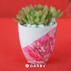 How to make marbled planters with this easy household hack. Tap to shop this! How to make marbled planters with this easy household hack. Tap to shop this! How to make marbled planters with this easy household hack. Tap to shop this! Pot Mason Diy, Mason Jar Crafts, Mason Jars, Cute Crafts, Diy And Crafts, Diy Hanging Shelves, Hanging Organizer, Art Diy, Mason Jar Lighting