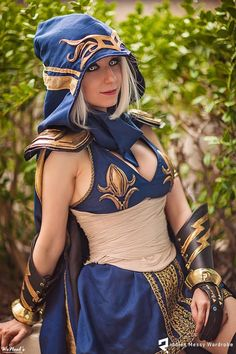 Character: Ashe (The Frost Archer) / From: Riot Games 'League of Legends' / Cosplayer: Riki 'Riddle' LeCotey (aka Riddle's Messy Wardrobe, aka Riddle1) / Photo: WeNeals Photography and Retouching (2015)