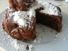 Recipe for a chocolate cake, baked souffle style without flour. Chocolate Souffle Cake, Chocolate Cake, Different Cakes, Flourless Chocolate, Food Cakes, Oreo, Cake Recipes, Deserts, Cookies