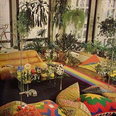 vintage home decor 1979 - You couldnt have lived through the seventies without seeing a rainbow in a home. The Best Decor Trend From The Year You Were Born - Photos 70s Bedroom, Casa Retro, Retro Interior Design, Interior Colors, 70s Home Decor, 1970s Decor, Living Vintage, Vintage Interiors, Aesthetic Rooms