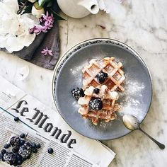#Repost @evgeniya.prinsloo with @repostapp ・・・ Saturday morning!Today waffles with icing sugar and blackberry.Have a good weekend! #beautiful #weekend #saturday #morning #breakfast #waffles #coffee #lovers ☕