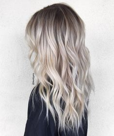 Blonde Balayage Discover 50 HOTTEST Balayage Hair Ideas to Try in 2020 - Hair Adviser Balayage hair will refresh your look and fix some flaws in the appearance. Find out what balayage highlights will suit your hair length type and texture. Ash Blonde Hair Balayage, Brown Blonde Hair, Platinum Blonde Hair, Icy Blonde, Balayage Highlights, Balayage Ombre, Blonde Hair With Dark Roots, Blonde Beauty, Hair Beauty