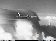 Aviation Photo Convair 880 - Delta Air Lines Delta Flight, Airplane Travel, Commercial Aircraft, Civil Aviation, Aircraft Pictures, Air Lines, Shop Ideas, Beast, Classic