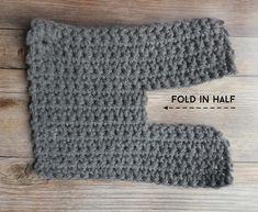 Easy Crochet Slippers, Crochet Slipper Pattern, Crochet Bunny, Crochet For Kids, Crochet Ideas, Crochet Crafts, Crochet Projects, Crochet Beard, Crochet Patterns For Beginners