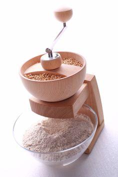 Getreidemühle Mia Mola (damit mahlen Sie leicht Ihr tägliches Getreide völlig unabhängig von einer Versorgung mit Strom) von Kornkraft - bei Avocado
