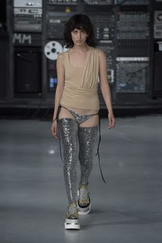 MM6 Maison Margiela Spring 2016 Ready-to-Wear Collection Photos - Vogue