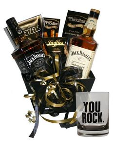 Show your appreciation with a Gift Basket of the best of Jack Daniel's and a 'You Rock' Glass. Alcohol Gift Baskets, Liquor Gift Baskets, Gift Baskets For Men, Alcohol Gifts, Regalos Jack Daniels, Jack Daniels Gifts, Beer Christmas Gifts, Diy Holiday Gifts, Boyfriend Gift Basket
