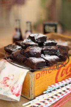 Den här kakan är seg, söt, kladdig, chokladig, ja helt enkelt underbar, ni måste bara prova! Sugar Free Brownies, Oreo Brownies, Brownie Frosting, Brownie Cake, Bagan, No Bake Desserts, Dessert Recipes, Yummy Treats, Delicious Desserts