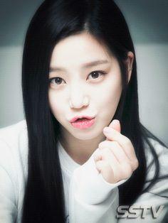 """""""폭풍스압 애교"""" 이유비…""""오빠도 움짤 좋아해?!"""" (스물) [SS포토&톡] - 스타서울TV"""
