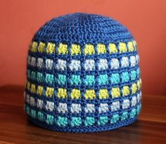 Hat with squares ~ free pattern ᛡ 3 Hat, Crochet Cap, Ear Warmers, Crochet Projects, Crochet Tutorials, Pilgrim, Knitted Hats, Free Pattern, Diy And Crafts