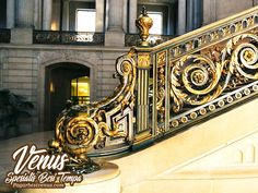 #pagarbesitempa #pagarbesitempaminimalis #pagarbesitempamewah #pagarbesitempasederhana #pagarbesitempah Wrought Iron Staircase, Foyer Staircase, Carpet Staircase, Wrought Iron Decor, Steel Stair Railing, Steel Stairs, Railings, Indoor Railing, Balcony Railing