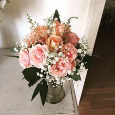 #flowergirl #roses #sprayroses #babiesbreath #eucalyptus #easternshoreweddings #easternshorewedding #flowers #floraldesign #floristofinstagram #wedding #weddingflowers #dvflora @theoakswaterfrontweddings by seasonal_flowers_trappe