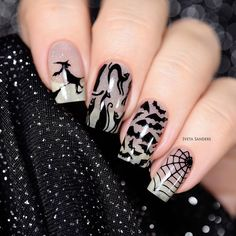 Are you searching for popular Halloween nail art designs? Then you will love our photo gallery featuring the most inspiring Halloween nail designs. Halloween Nail Designs, Halloween Nail Art, Halloween Make Up, Halloween Halloween, Photomontage, Acrylic Nail Designs, Nail Art Designs, Lightning Nails, Nailart