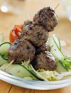 Az itthoni rablóhús török rokona szenzációs finomság, és a grillezős időszak közeledtével jól jön, ha van nálad egy remek recept. Meatloaf, Grilling, Beef, Chicken, Ethnic Recipes, Pain, Beignets, Website, Garden