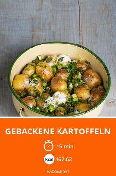 Gebackene Kartoffeln mit Frühlingslauch und Manchegokäse | Zeit: 15 Min. | eatsmarter.de