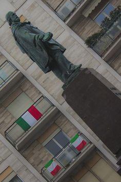 Rondò dei mille. Bergamo, Città Bassa - foto di Danilo Facheris --- Questa fotografia partecipa al Concorso Fotografico Bergamo, per votarla condividila dalla pagina Facebook http://on.fb.me/1bfzk4E (la trovi tra i post di altri) e carica anche tu le tue foto su www.orobie.it per partecipare al concorso!